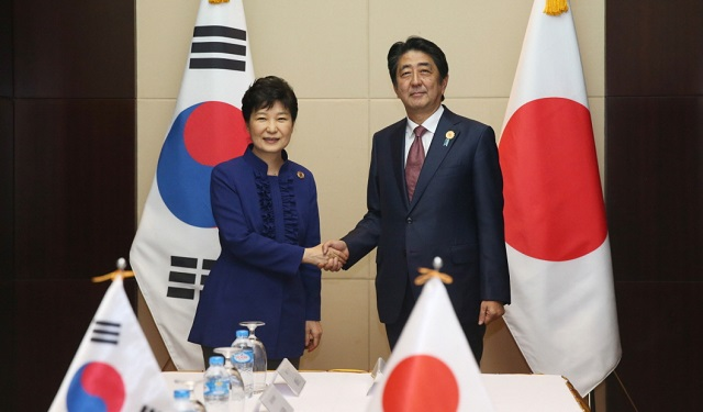 Korea, Japan sign GSOMIA contract facing national objection