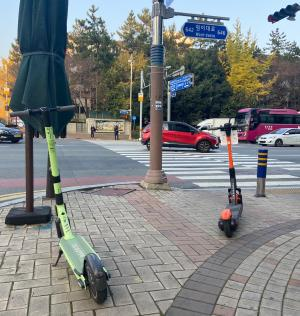 Why is the Government Weakening Scooter Regulations After Accidents Have Increased?
